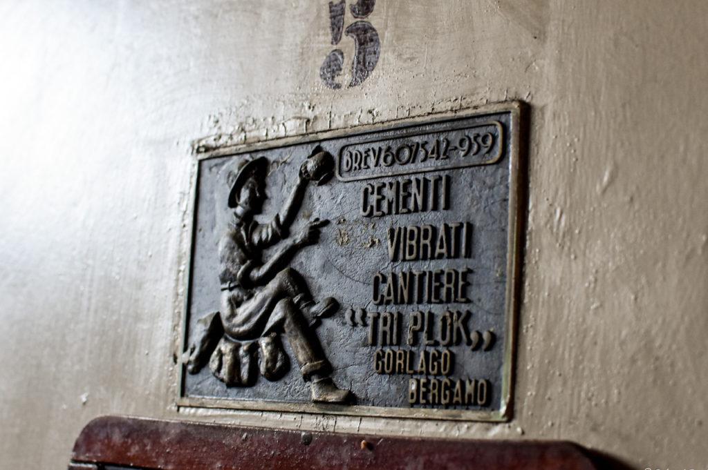 Una botte in cemento vetrificato delle più piccole ospitate nella nostra cantina: 25hl