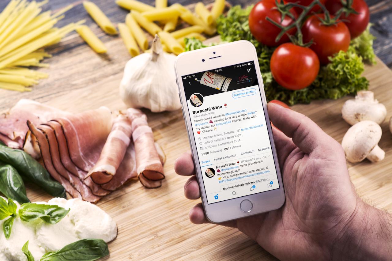 Il profilo Twitter di Buracchi. link building ed un collegamento costante con brand, enti ed influencers di settore